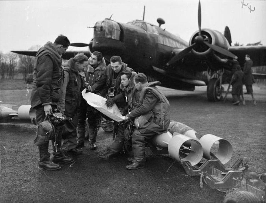 Equipage tchèque dun bombardier Wellington de la 311é escadron de la Royal Air Force