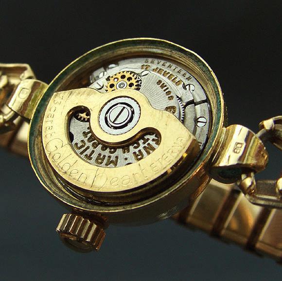 Mouvement Eterna-Matic de 15,3mm, avec rotor en or 23 carats monté sur roulement à bille.