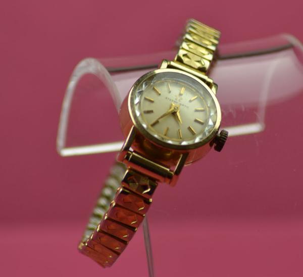 Eterna Golden Heart. Photo : wimbledonwatches.com