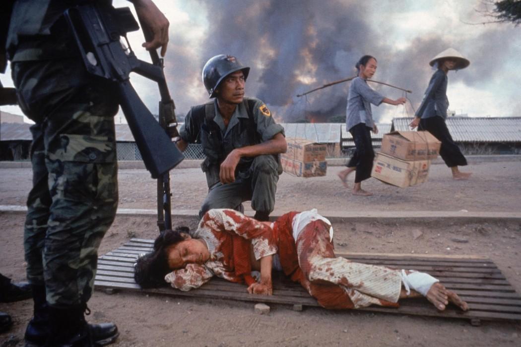 arts_photo_war_20_uk_burrows_larry_1926_1971_pic_bleeding_woman_vietnam_1968_g_28apr2015