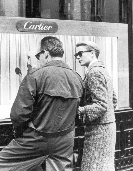 Le prince Rainier et la princesse Grace de Monaco à la boutique Cartier rue de la Paix