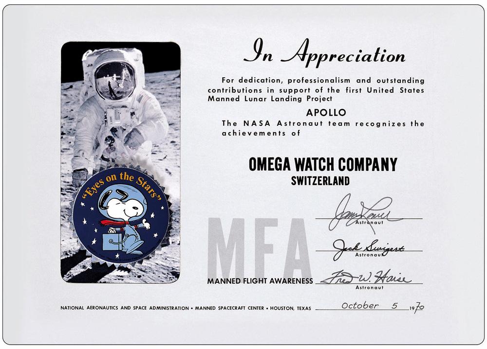 Le Snoopy Award décerné au contractant Omega, signé des mains de l'équipage d'Apollo 13