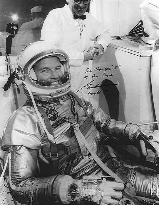 Gordon Cooper en préparation de la mission Faith 7 avec sa Bulova Accutron Astronaut