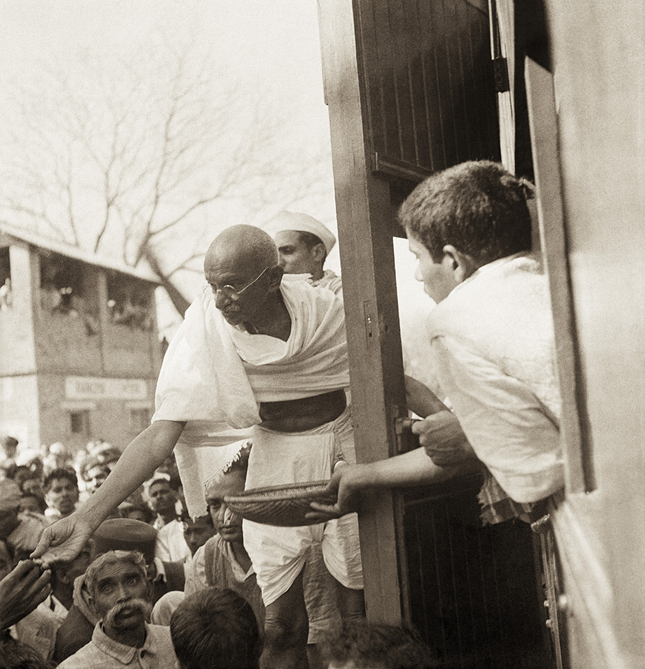 From Nazar Photography Monographs 03 – KANU'S GANDHI. Photograph by Kanu Gandhi / © Gita Mehta, heir of Abha and Kanu Gandhi.