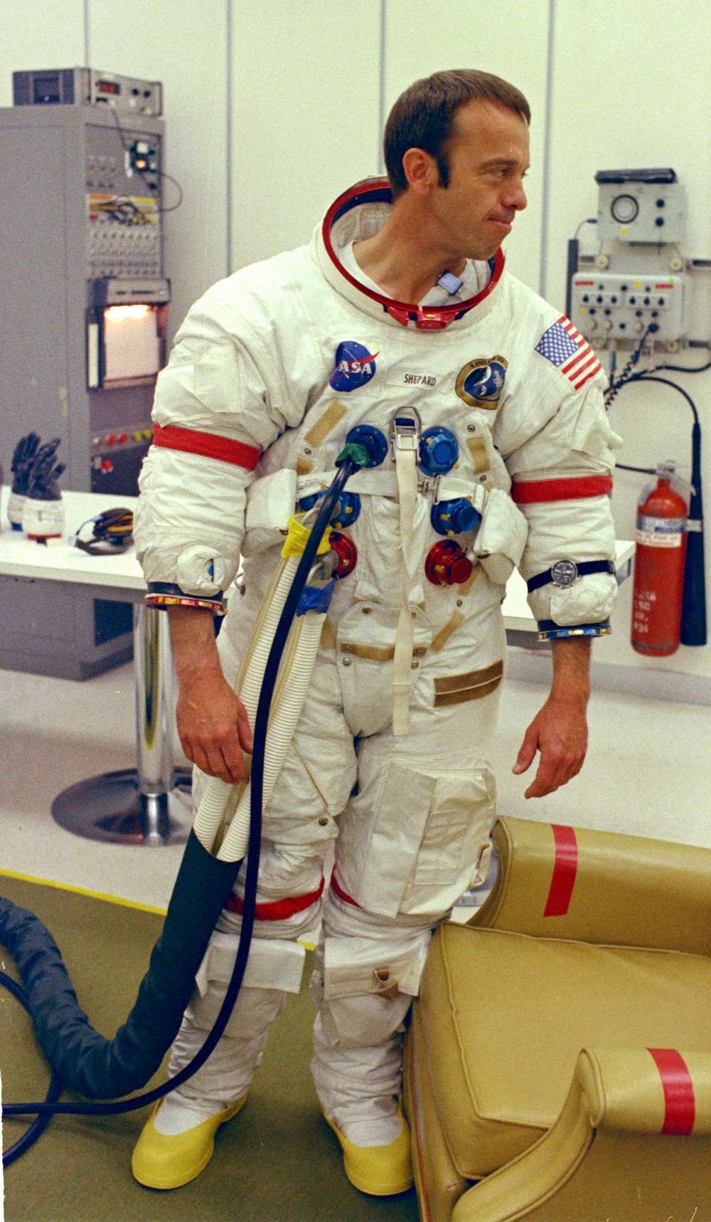 alan-shepard-en-1971-avant-son-vol-sur-la-mission-apollo-14-nasa